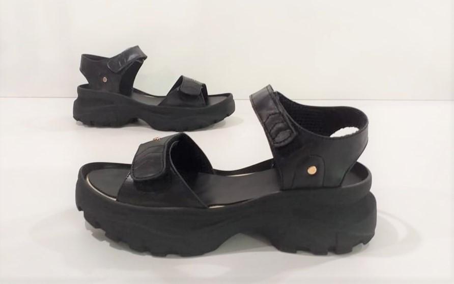 Женские сандалии кожаные черного цвета Karmen