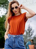 Практичная модная однотонная футболка с подплечниками