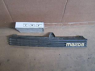 №102 Б/у Решетка радиатора для Mazda 626 1983-1987