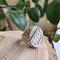 Чоловічий перстень срібний овальний з білими фіанітами і орнаментом, фото 1