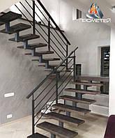 Перила из черного металла для лестницы на второй этаж