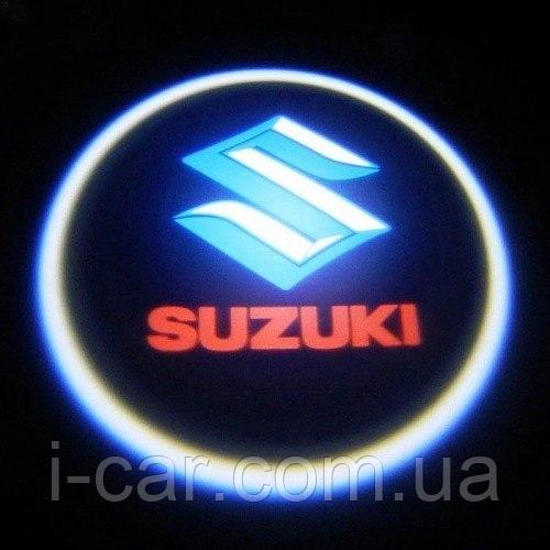 Проекція логотипу автомобіля SUZUKI