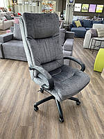 """Офисное кресло слобожанка в ткани с подлокотниками """"Валенсия"""""""