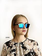 Стильні сонцезахисні окуляри, колір лінз синьо-зелений
