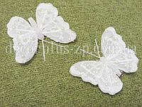 Бабочка перьевая 8см, белая с полубусинами