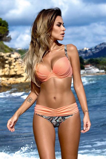 Женский нежный купальник персикового цвета