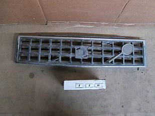 №110 Б/у Решетка радиатора для Volvo 340  1976-1991 (дифект)