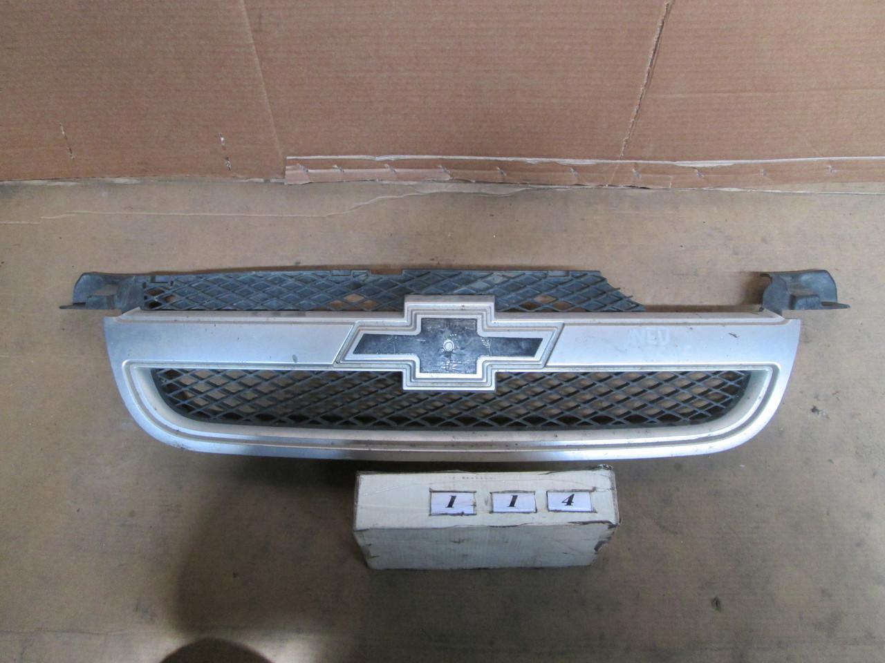 №114 Б/у Решітка радіатора для Chevrolet Aveo T250 2005- (дифект)