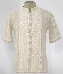 Мужская футболка с белой вышиванкой
