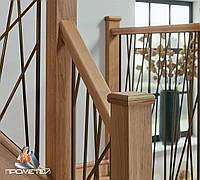 Ограждения для лестницы из черного металла с деревянными стойками
