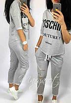Костюм женский летний со свободной кофтой и укороченными штанам moschino, фото 2
