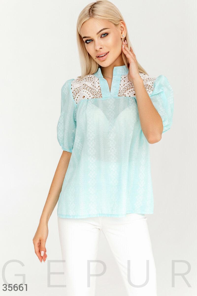 Свободная блуза с вышивкой голубая