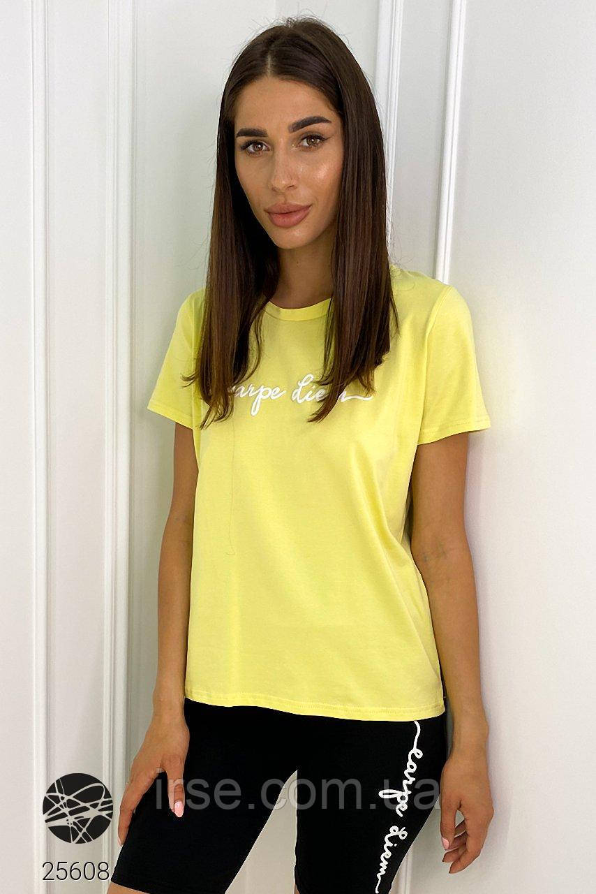 Женская футболка желтого цвета с надписью. Модель 25608.