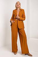 Яркий и стильный женский костюм с широкими брюками и пиджаком цвета кэмэл