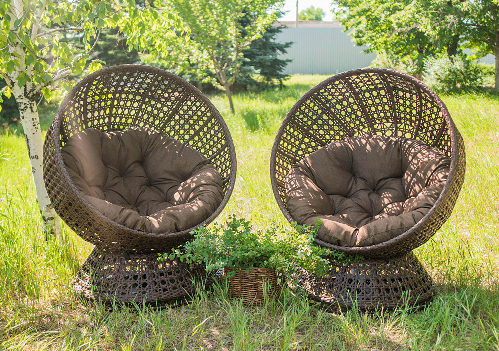 Крутящееся кресло из ротанга Верона. Украинские конструкции.