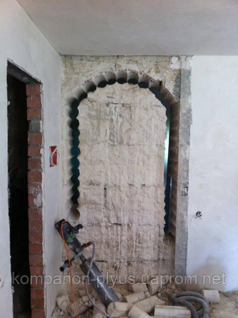 Резка проема арки бетона
