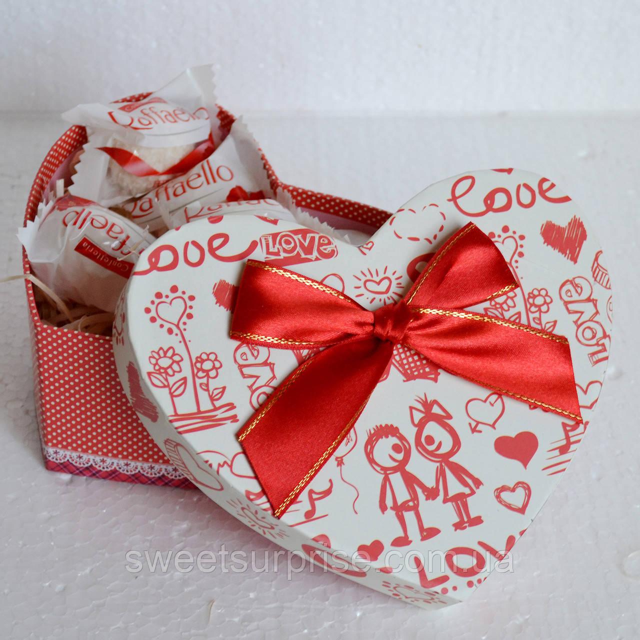 Подарочная коробка с конфетами на День влюбленных (мини)
