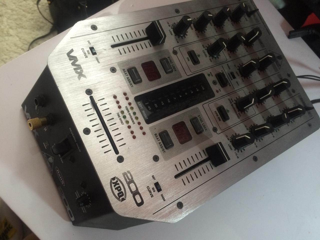 DJ пульт BEHRINGER VMX-200 PRO MIXER бу + микрофон