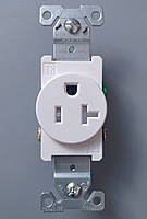 Одинарная розетка американского стандарта с защитой Cooper TR1877W-BXSP