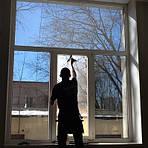 Як самостійно наклеїти тонування на вікна, балкон.