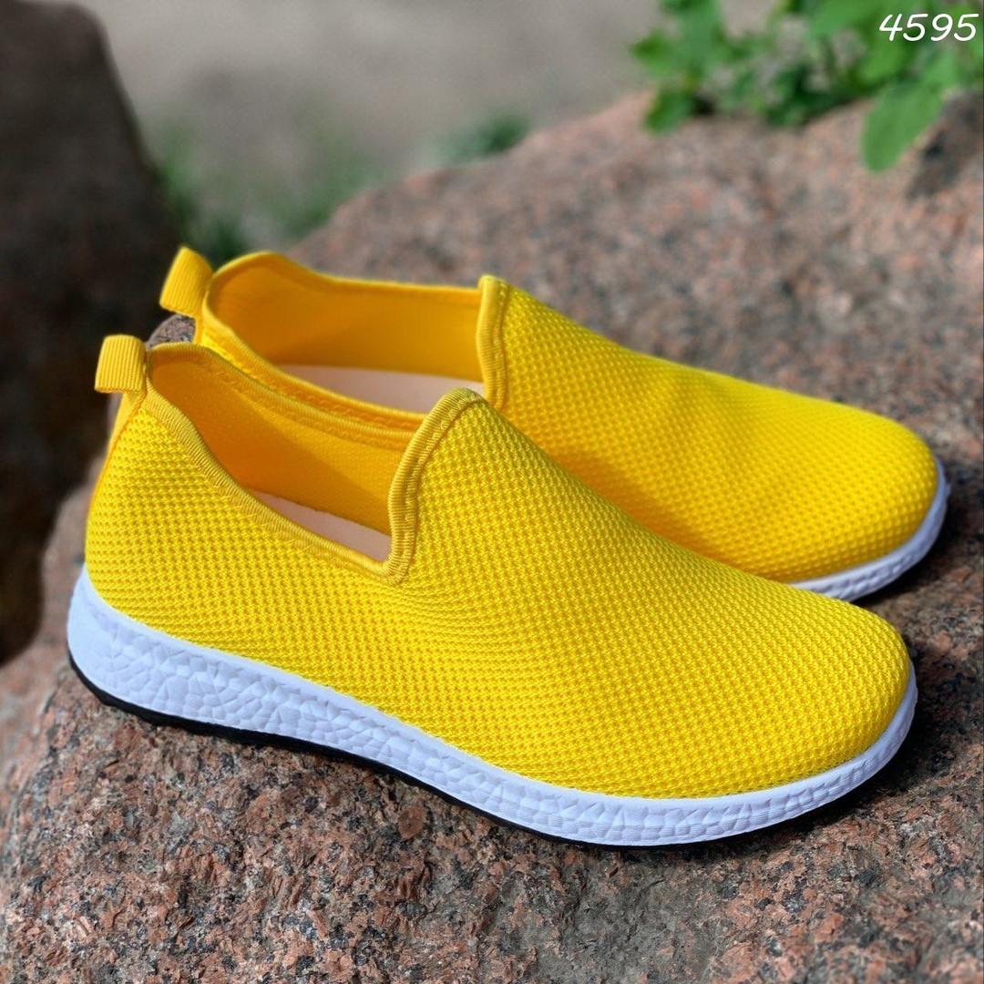 Ярко желтые кроссовки