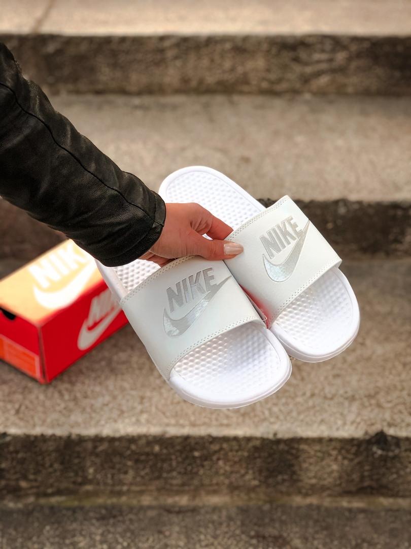 Массажные шлепанцы на лето Nike Benassi (белые) - Унисекс 203