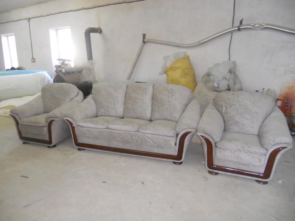 Перетяжка імпортних меблів 1