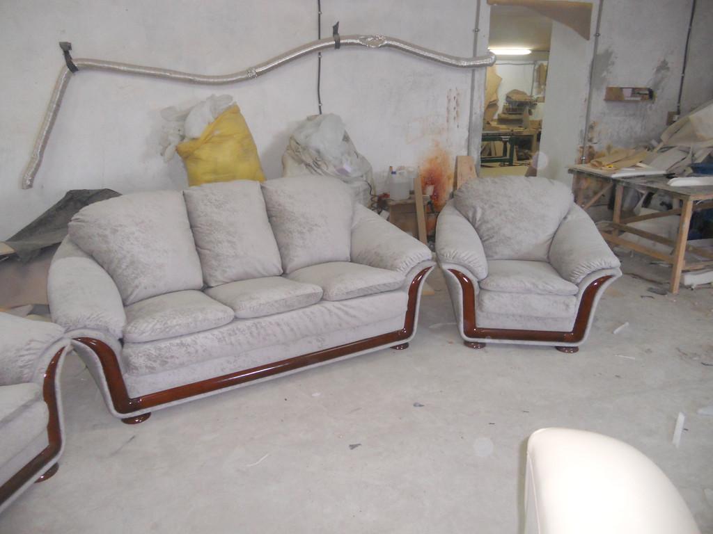 Перетяжка імпортних меблів 3