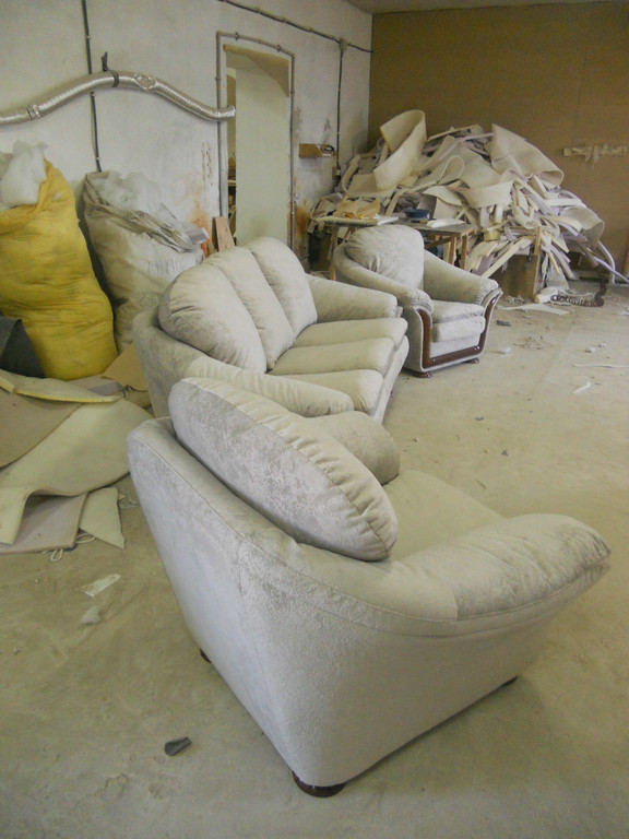 Перетяжка імпортних меблів 4