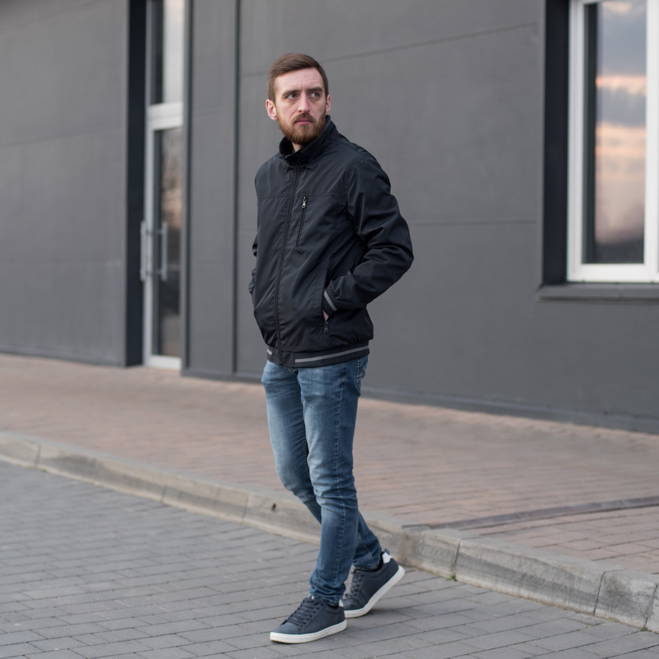 Чоловіча куртка (вітрівка) темно-синього кольору. Великого розміру