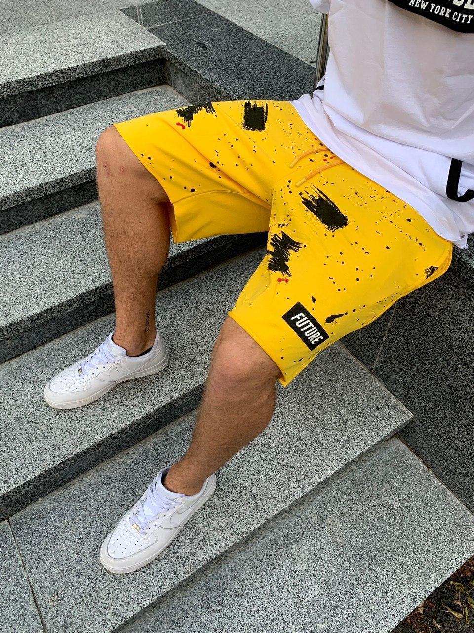 Мужские трикотажные шорты желтого цвета с черным