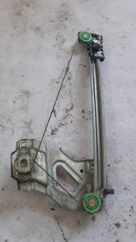 Стеклоподъемник задний Audi 80 b4 893839399 Лево