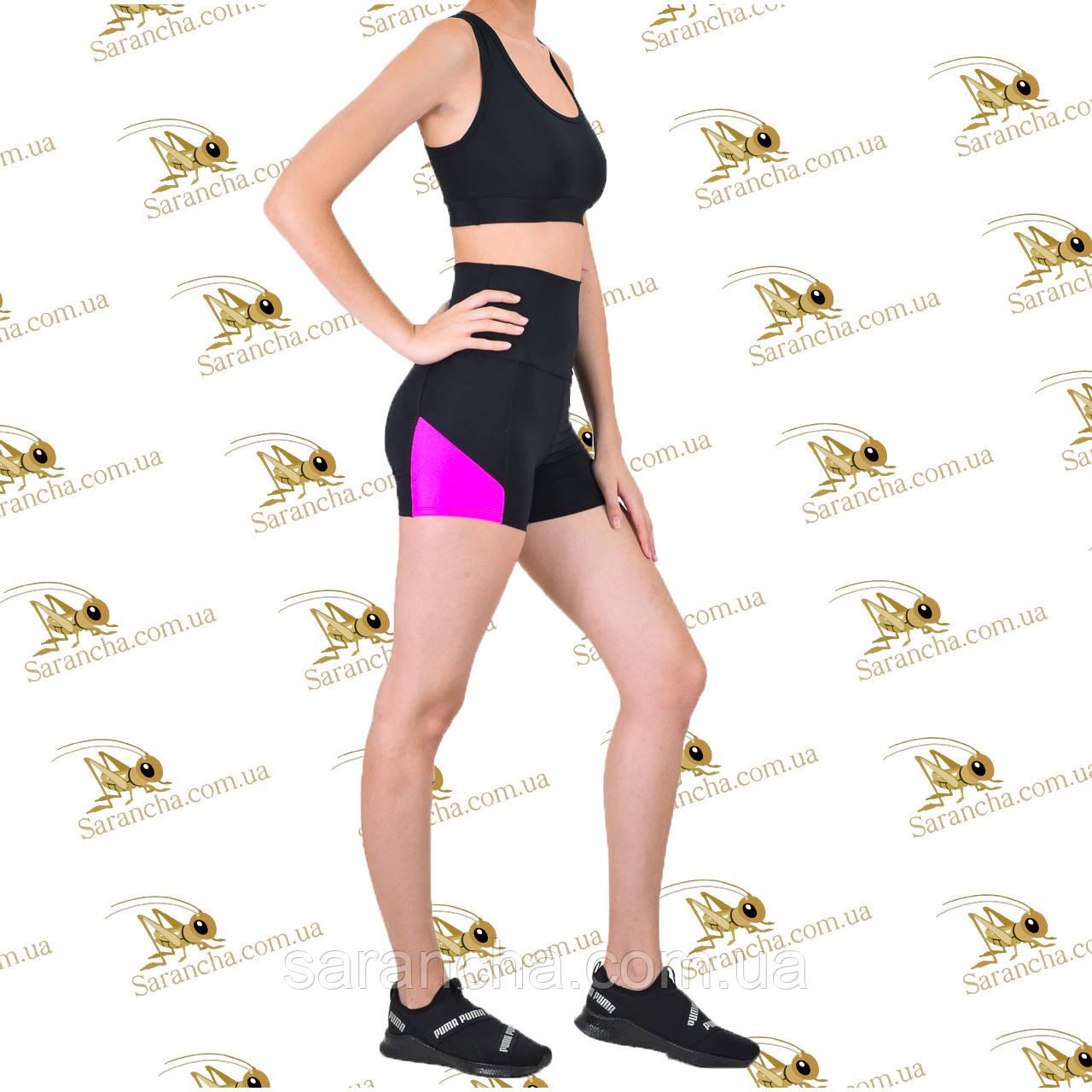 Женский спортивный комплект шорты с цветными ярко-розовыми вставками и топ черного цвета
