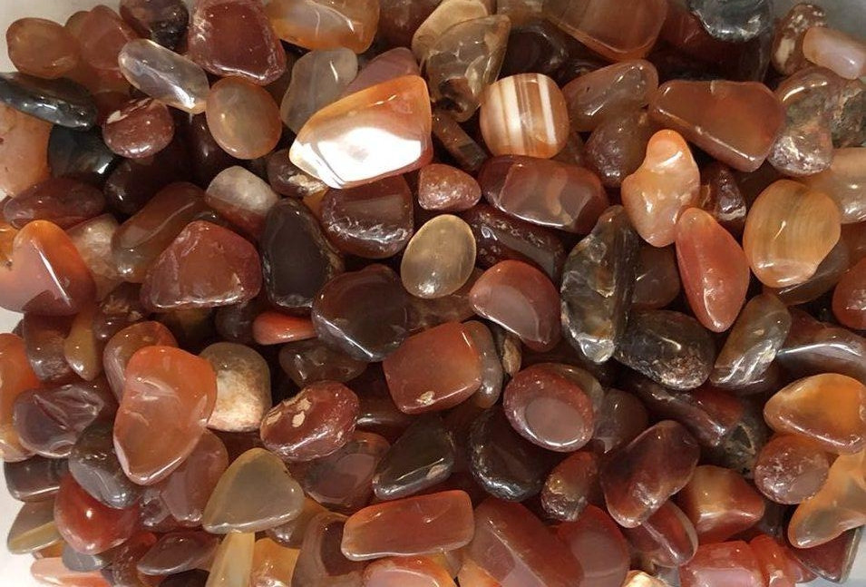 Натуральный камень скол Сердолик средний 7-11 мм 10 грамм Камінь крихта коричневий сердолік