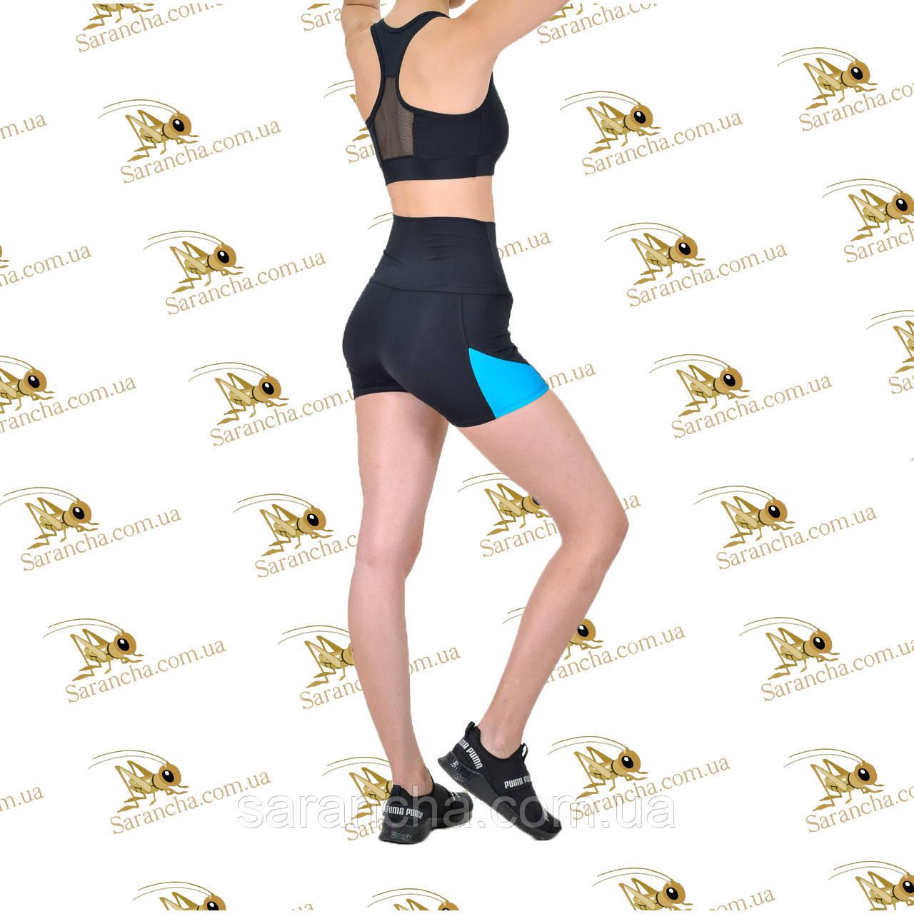 Женский спортивный комплект шорты с голубыми вставками и топ черного цвета