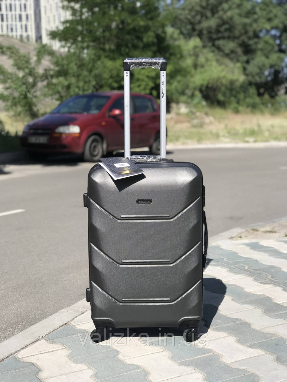 Средний пластиковый чемодан из поликарбоната темно-серый