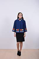 Праздничное женское пальто из кашемира декорировано роскошной вышивкой