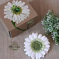 """Оригинальный подарок девушке заколка""""Белая гербера""""+ авторская подарочная коробочка"""