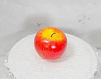 Велике яблуко червоне