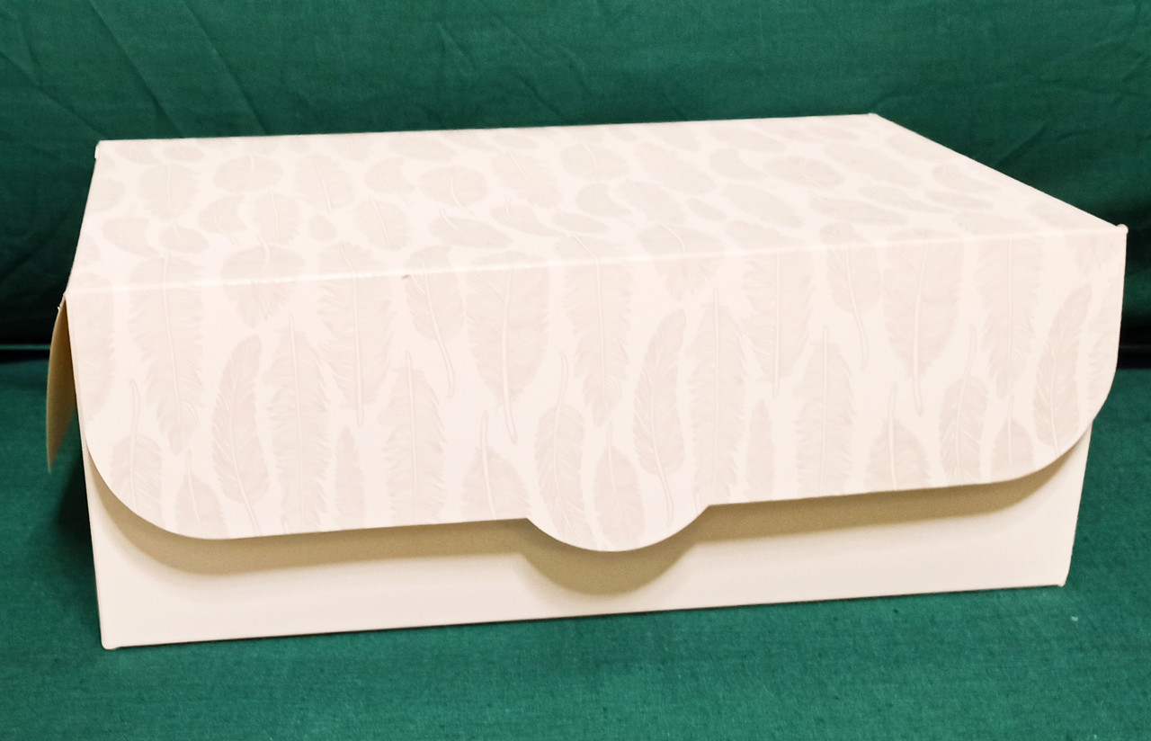 Коробка подарочная, белая с перышками