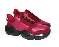 Текстильные кроссовки в бордовом цвете
