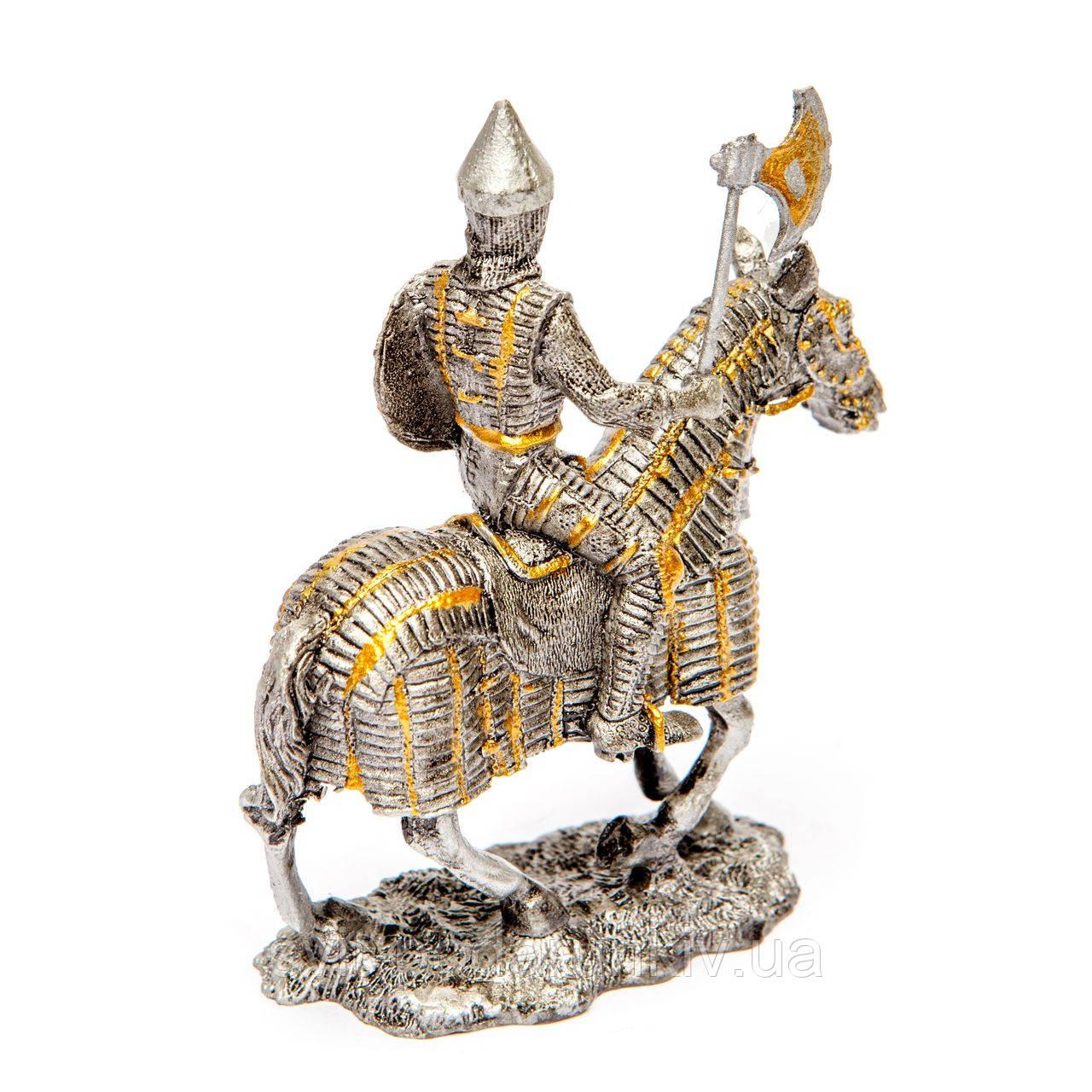 статуэтка рыцаря