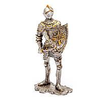 Фигурка рыцаря в доспехах с топором HHSF019