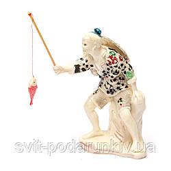 Статуэтка рыбак поймавший рыбу по фен шуй обозначает знание и победу