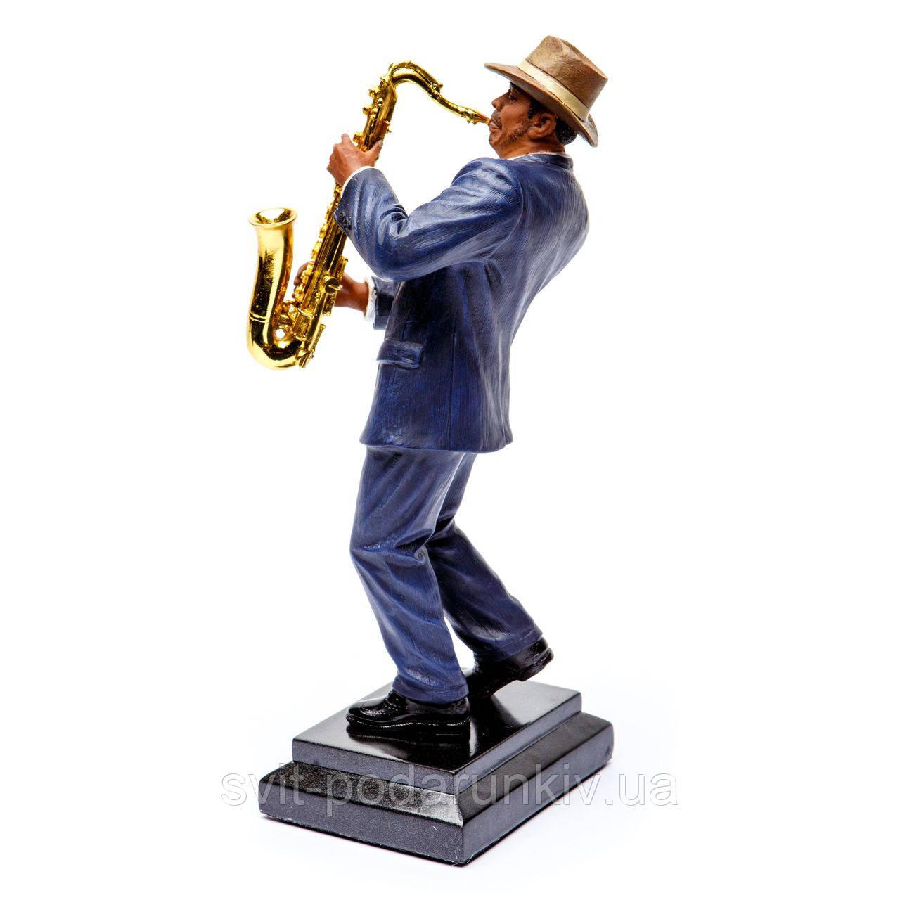 фигурка саксофонист