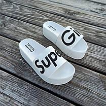 Super Girl белые на танкетке Шлепки резиновые тапочки на платформе тапки женские пляжные шльопанці білі, фото 3