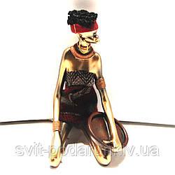 Статуэтка африканки сидящей 90010 B