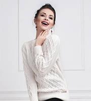 Теплый женский свитер плотной вязки в белом цвете
