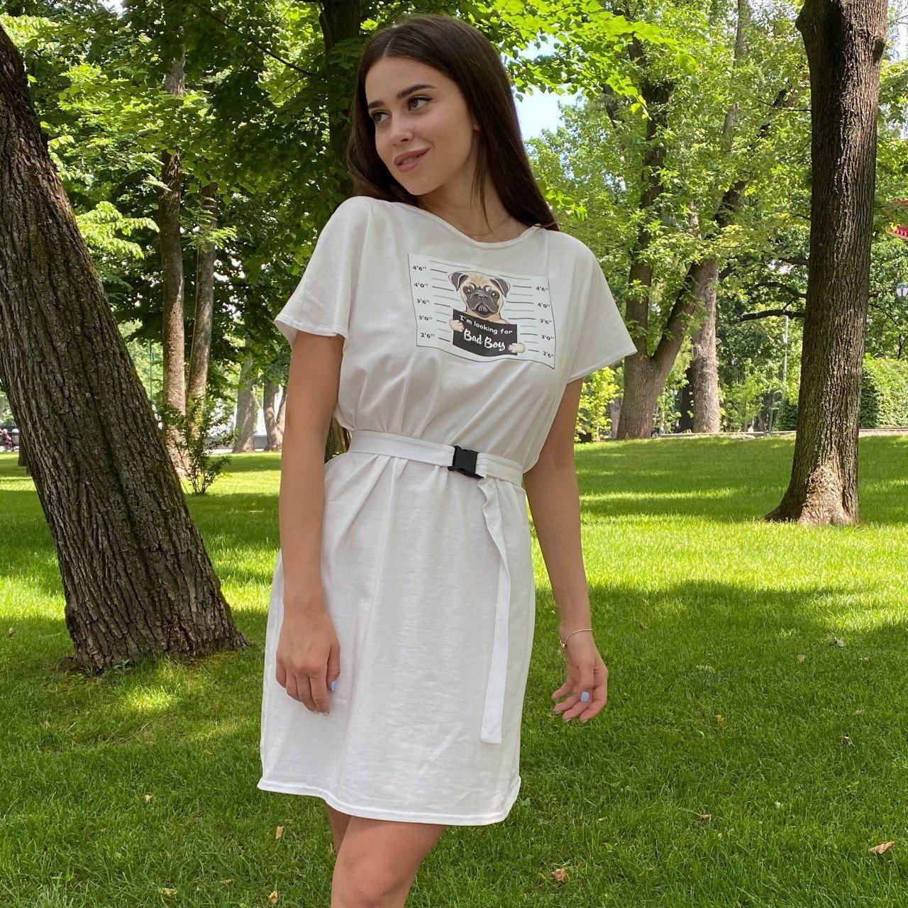 Сукня-футболка оверсайз з поясом на карабіні біле