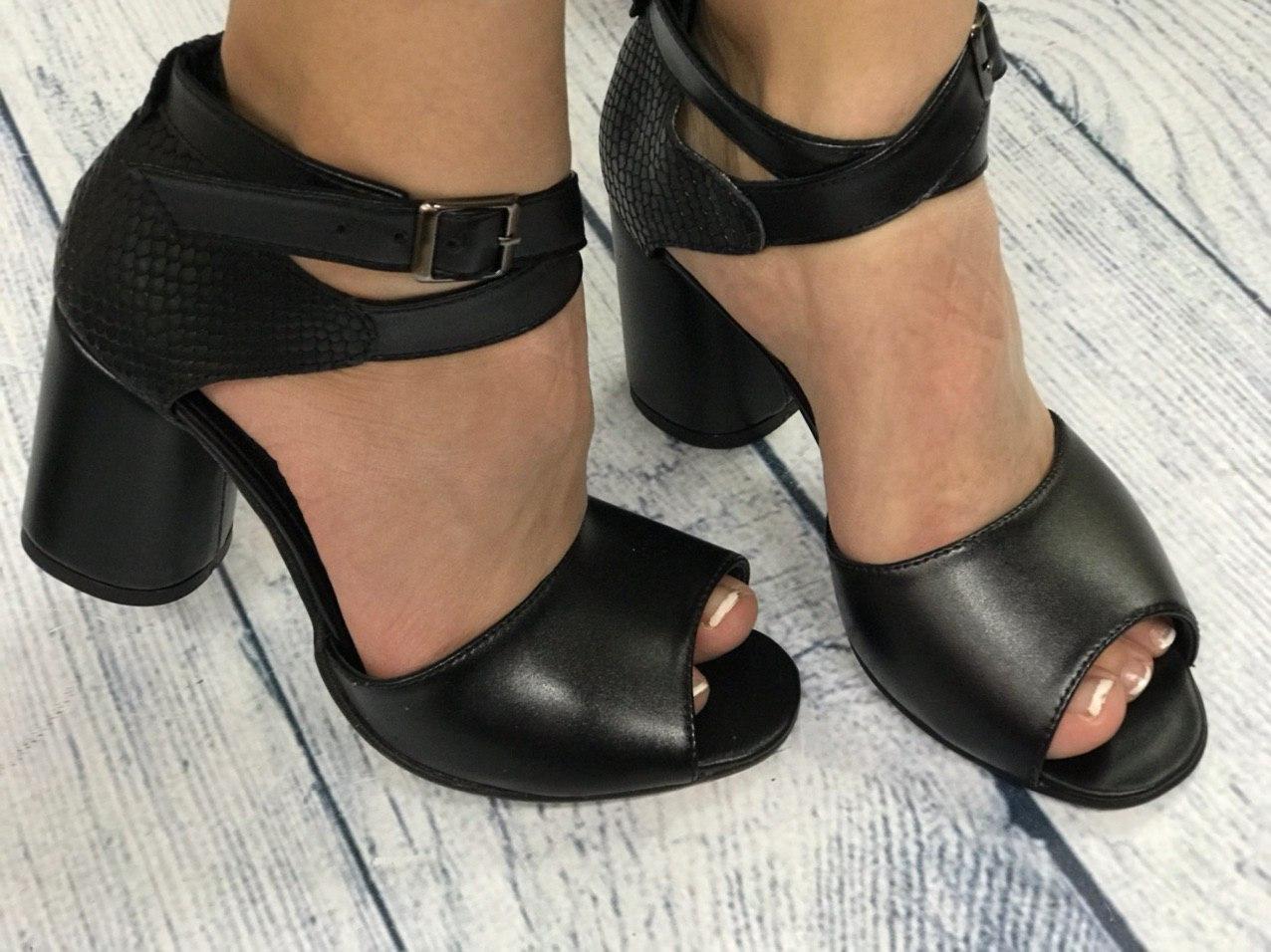 Черные стильные босоножки на каблуке 8 см каблук, кожа или замша пошив размеры 36-40